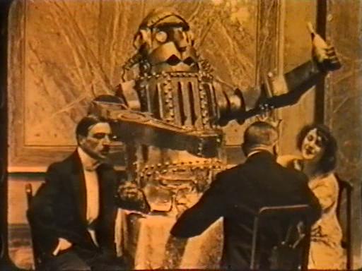 Scen från den italienska filmen Den Mekaniske Mannen (L'uomo meccanico).